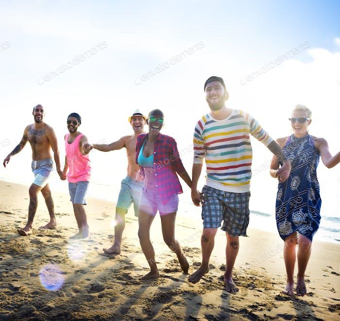 Diverse Young People Fun Beach Konzept