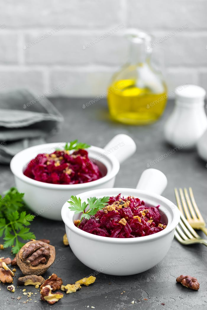 Beetroot salad with nuts