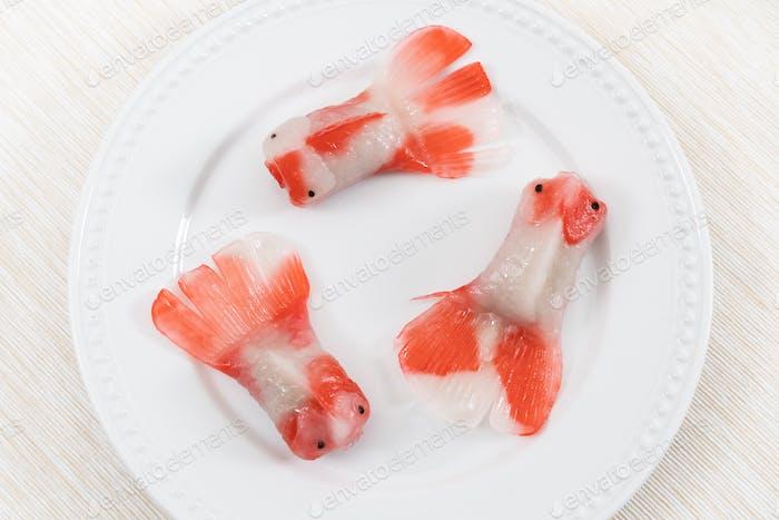 Gedämpfter Kristallkloß in Koi-Fisch-Form