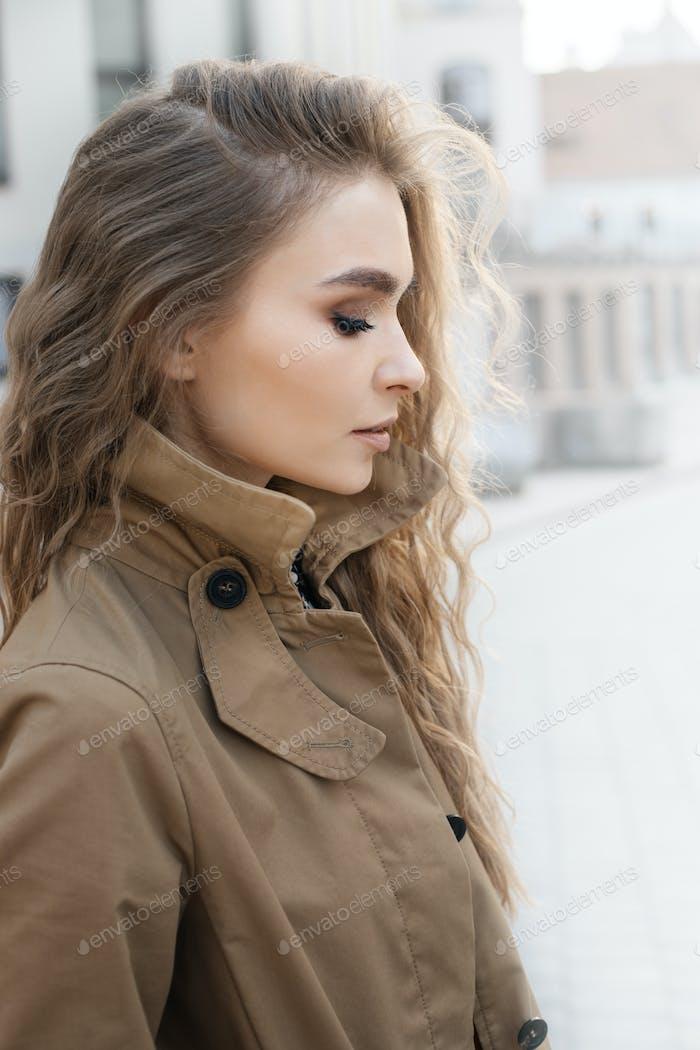 женщина носить пальто