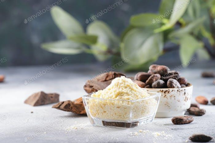 Bio-Kakaobutter, Kakaobohnen, geriebener Kakaoklumpen