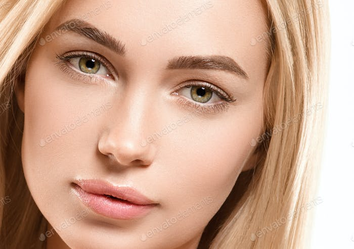 Face woman blonde hair naturalmake up tanned skin