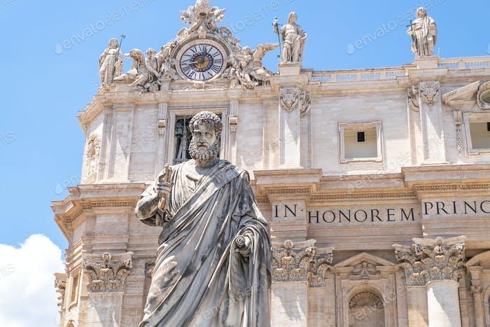 Statue des heiligen Petrus