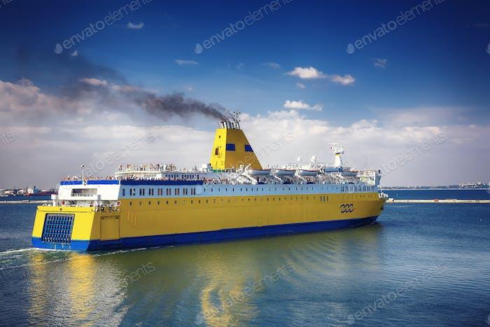 Kreuzfahrtschiff ab Hafen