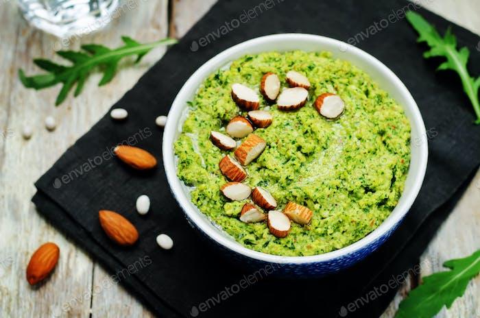 Mandelweiße Bohnen Rucola Hummus