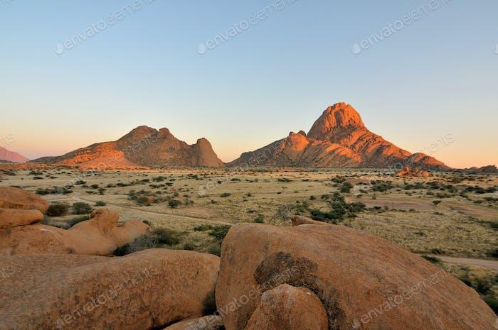 Am frühen Morgen an der Spitzkoppe in Namibia
