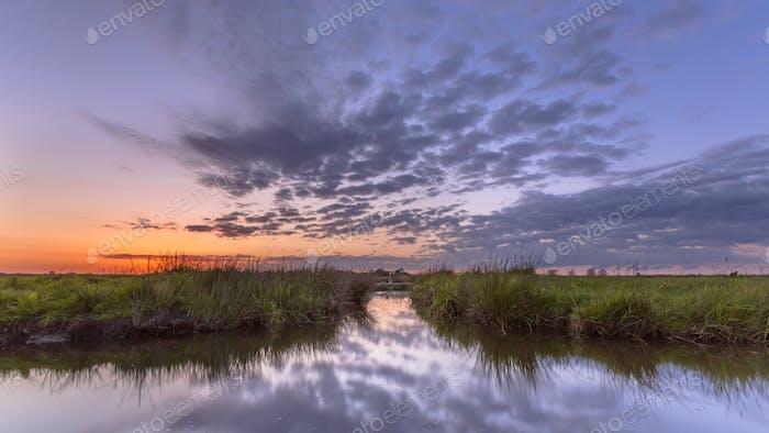 Sonnenuntergang über dem Wasserweg Split