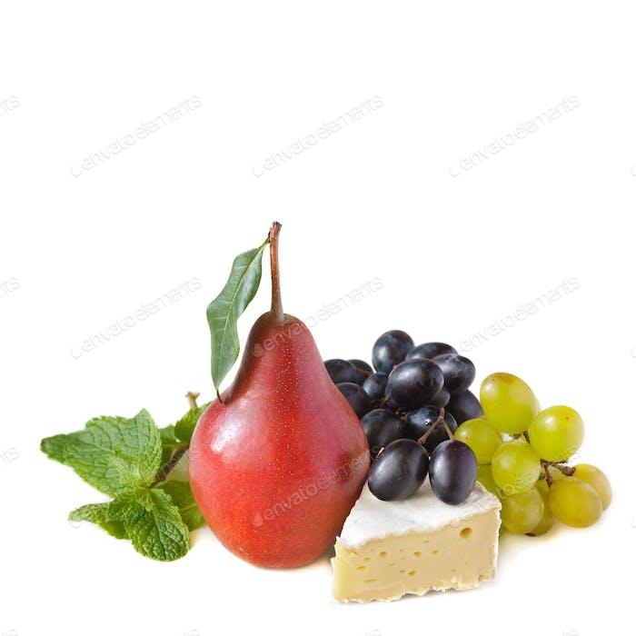 Käse und Obst.