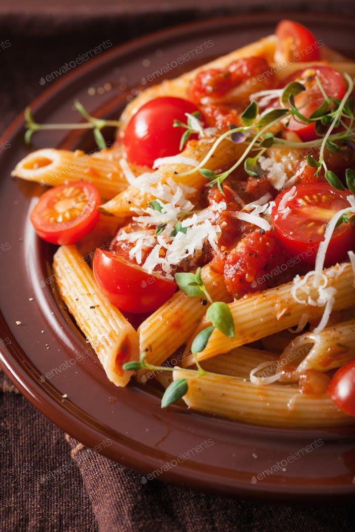 veggie penne pasta mit tomaten parmesan thymian