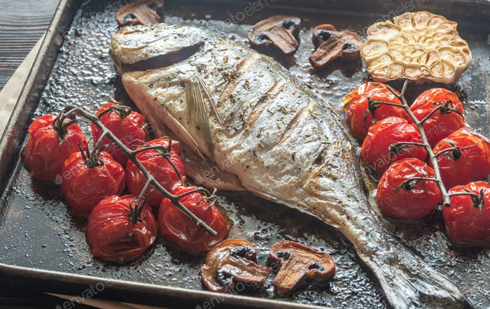 Grilled fish with thyme