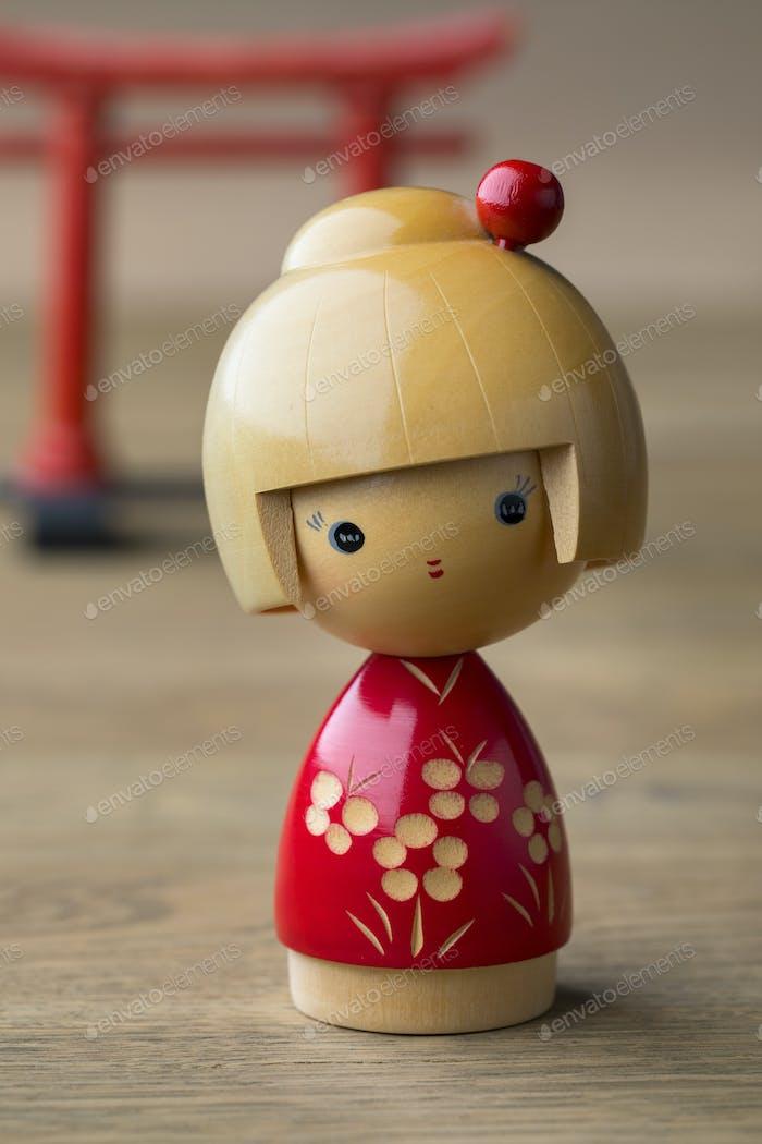 Japanische Kokeshi-Puppe aus Holz