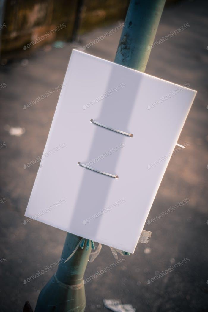 Blanko Grungy Straßenschild