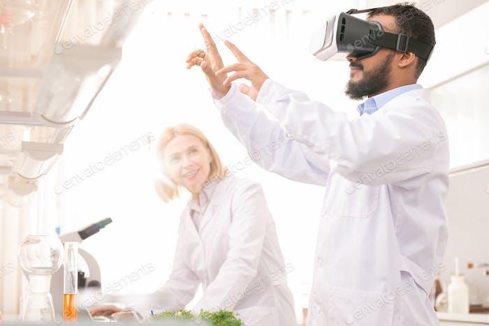 Designing model of gene on virtual reality simulator
