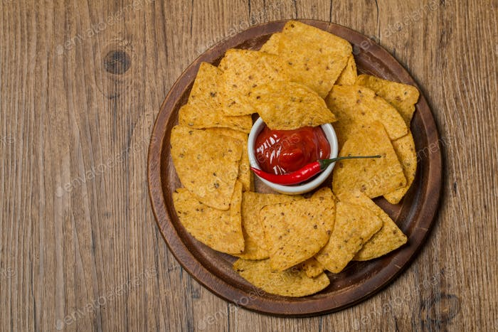 Fresh salsa dips with nachos chips