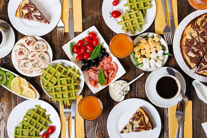 Frühstückstisch Festliches Brunch Set