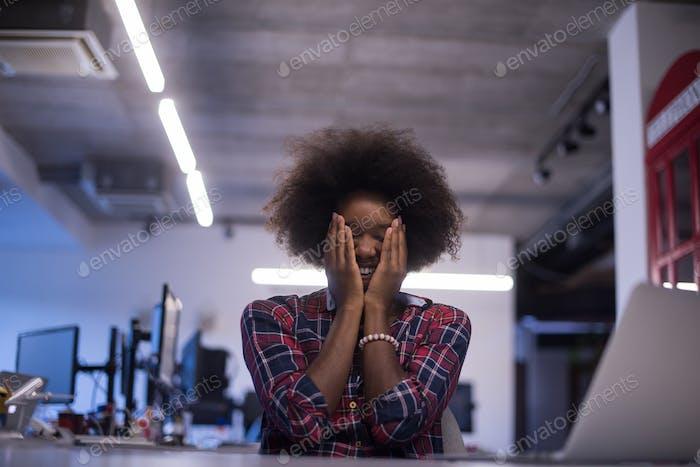 Frau mit Problemen in der Offcice