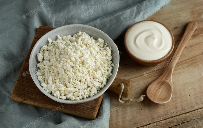 bowl of cottage cheese and sour cream