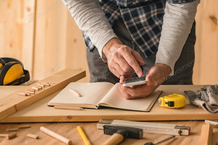 Carpenter making project calculation using smartphone app