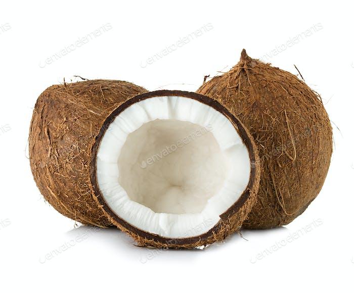 Kokosnüsse auf weißem Hintergrund isoliert