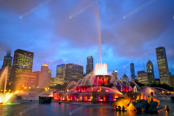 Chicago skyline and Buckingham Fountain