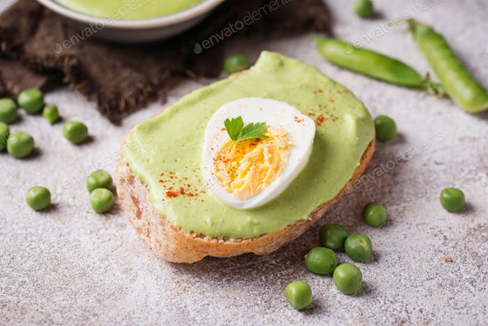 Bruschetta with green peas puree and egg