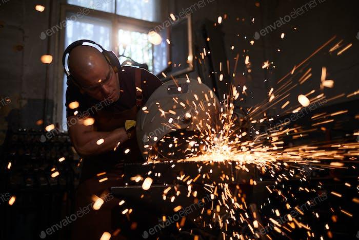 Using steel cutting machine