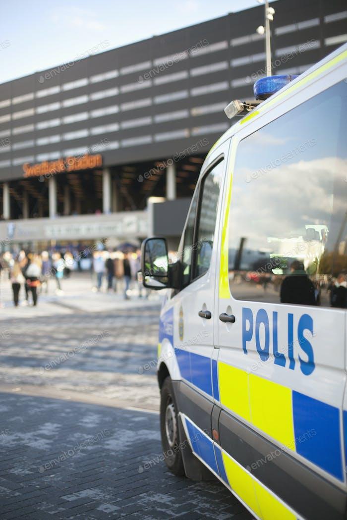 Polizei van außerhalb Gebäude