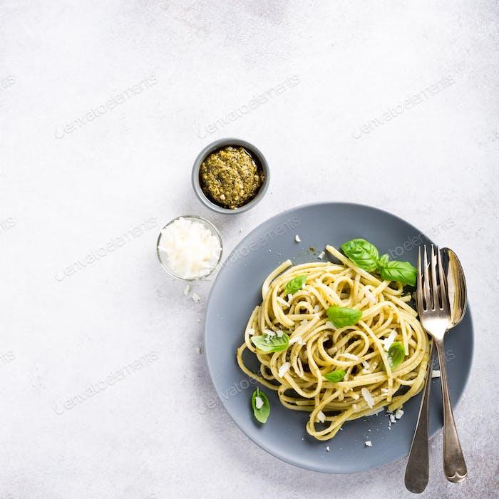 Linguine with green pesto
