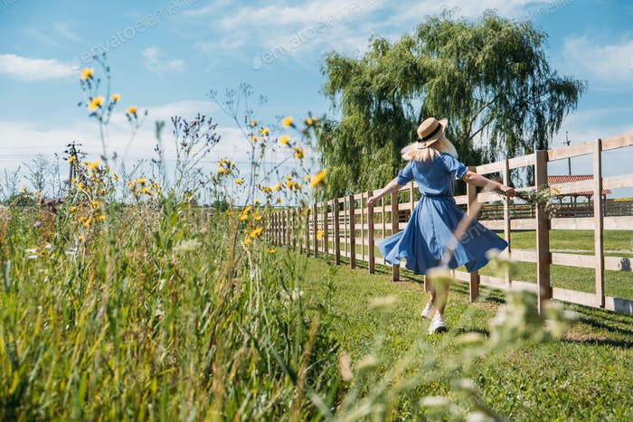 Cottagecore Farmcore Countrycore aesthetics, fresh air, countryside, slow life, pastoral life