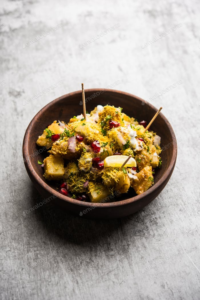 Kartoffelwürzige Snacks namens Aloo Chaat