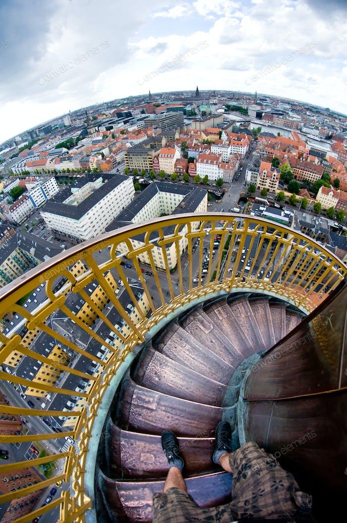 Runde Turmtreppen machen man sich krank, wenn man nach unten schaut