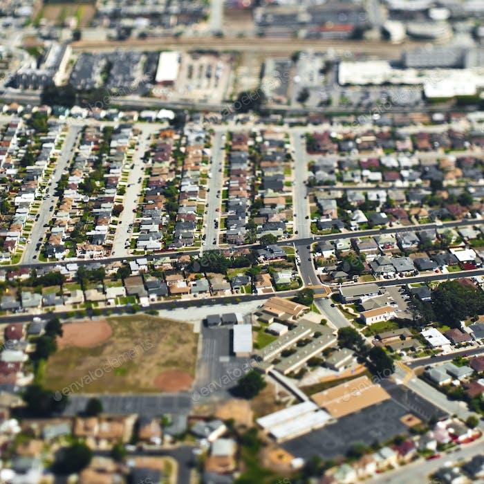 Вид с воздуха на пригородный район.