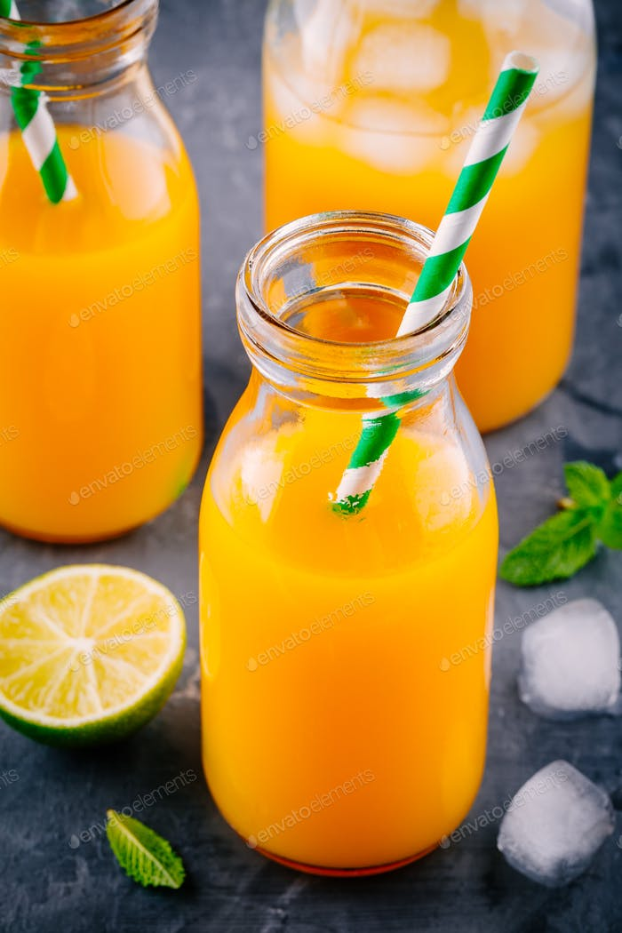 Mango orange juice with ice and lime