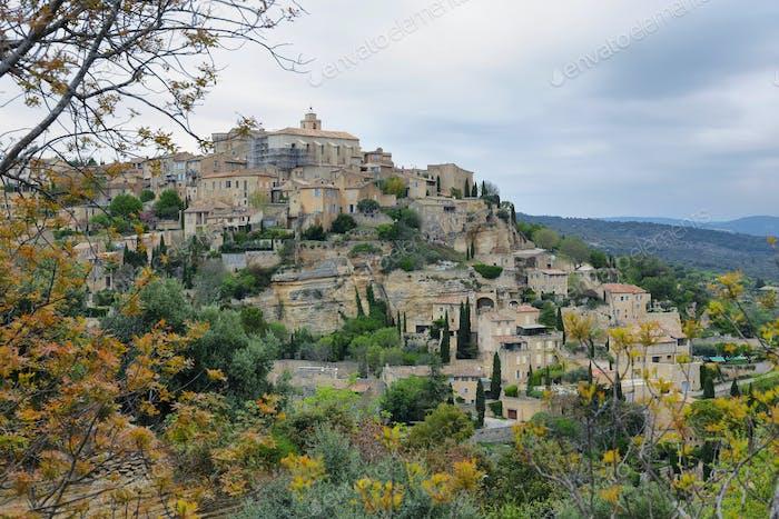 mittelalterliches Dorf Gordes in Frankreich