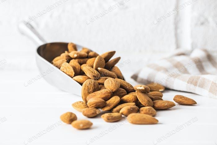Getrocknete Mandeln Nüsse.