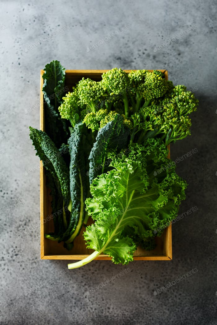 Green leafy cabbage in a wooden box