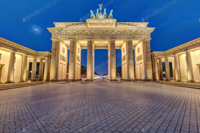 Thumbnail for Das berühmte beleuchtete Brandenburger Tor in Berlin