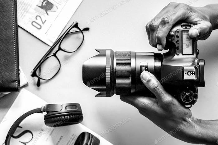 Fotógrafo con una cámara