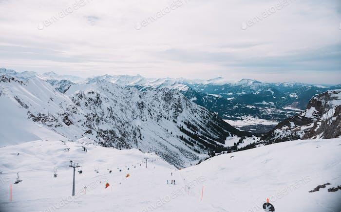 Skigebiet in den Bergen, Alp, Deutschland