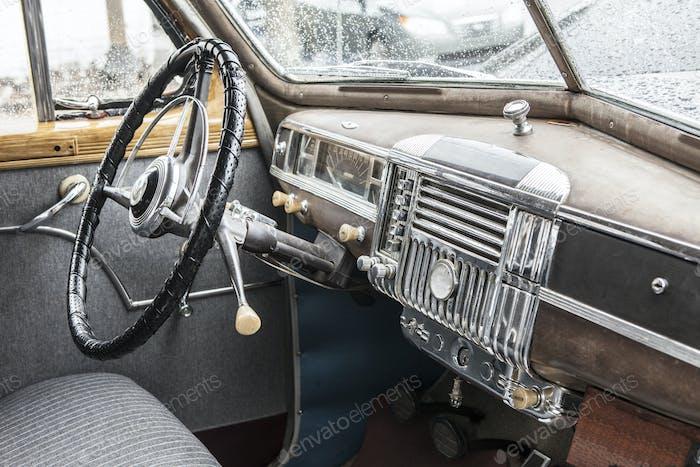 Innenraum des Autos der 1940er Jahre