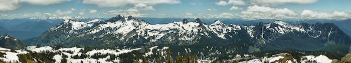 Tatoosh Range and Mount Adams, Washington, Vereinigte Staaten von Amerika