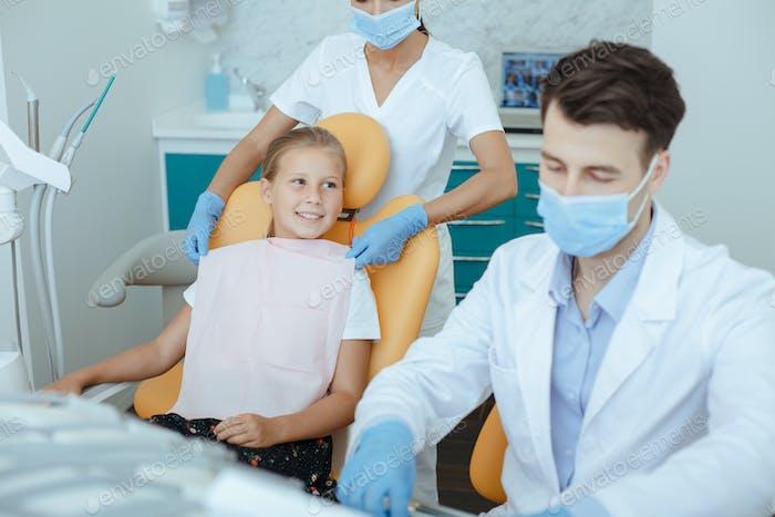 Ärzteteam für Zahnbehandlung und Kieferorthopädie