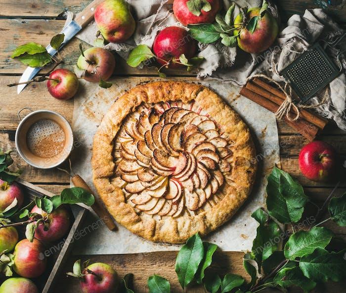 Apfelcrostata mit Zimt und frischen Gartenäpfeln