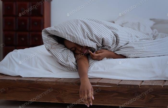 Getting enough sleep, deep sleep, trouble sleeping, problems and insomnia in night