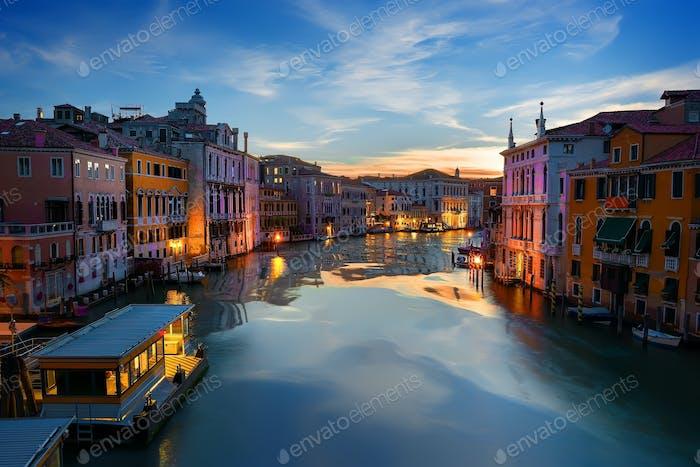 Vaporetto-Haltestelle in Venedig