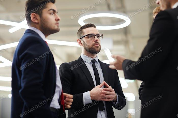 Hombres lluvia de ideas