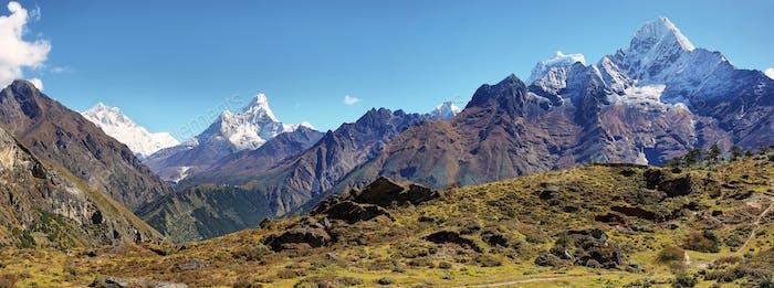Blick auf die Berge von Ama Dablan und Thamserku