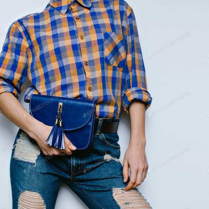 Country Girl Summer fashion style. Accessories. Bag, classic blu