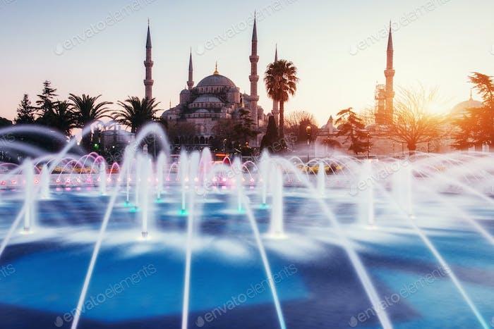 Sultan-Ahmed-Moschee beleuchtete Istanbul, Türkei