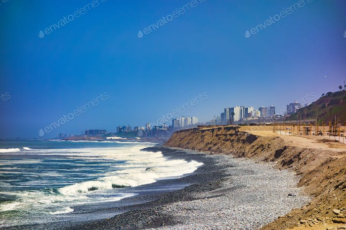 The Pacific Ocean coast on the city of Lima